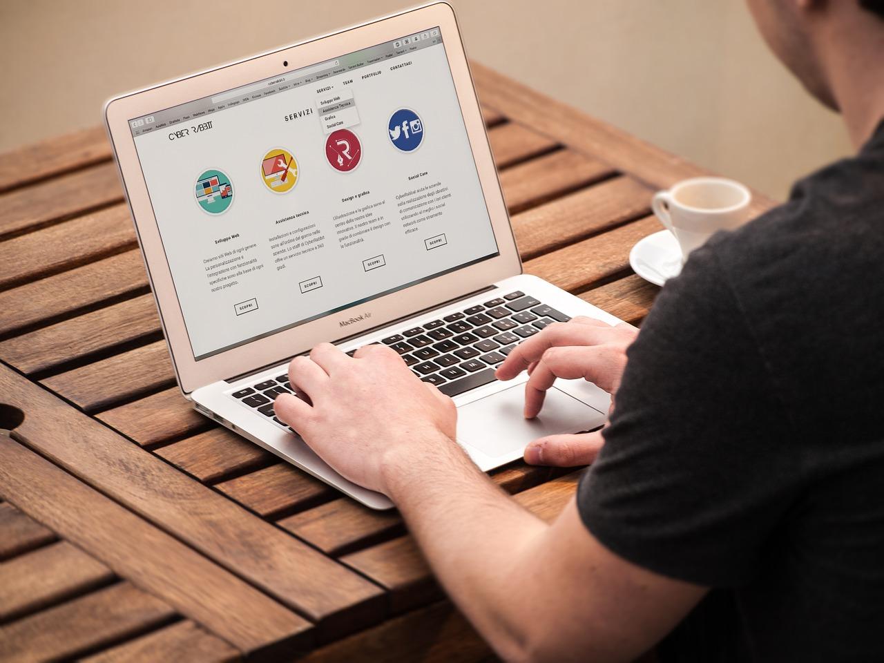 Como Prevenir el Estancamiento de su Sitio web y mantenerse a la Vanguardia de la Competencia
